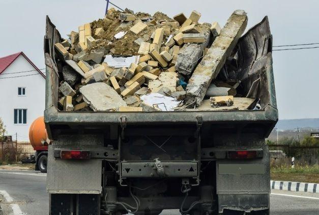 Вывезти мусор, хлам, ветки, глину, старую мебель, технику. Грузчики.