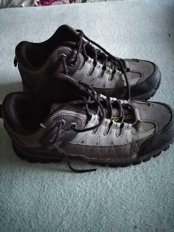 Buty trekingowe w góry męskie