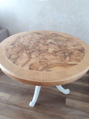 Sprzedam okrągły rozkładany stół.