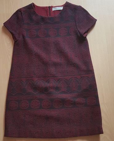 bordowa sukienka z wzorkami firmy Zara