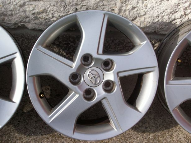 Orginalne felgi aluminiowe do Toyoty 16
