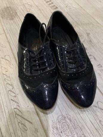 Туфли лаковые 38 р