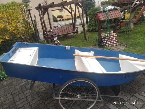 Łódka z silnikiem elektrycznym