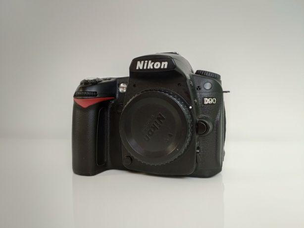 Nikon D90 + Nikon Nikkor 18-105mm f3.5-5.6G
