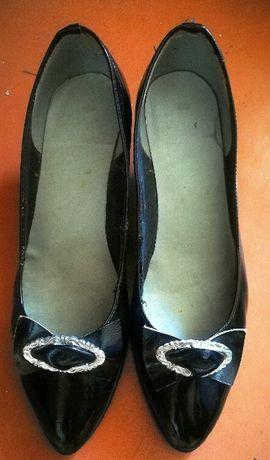 Продам женские черные кожаные лаковые туфли