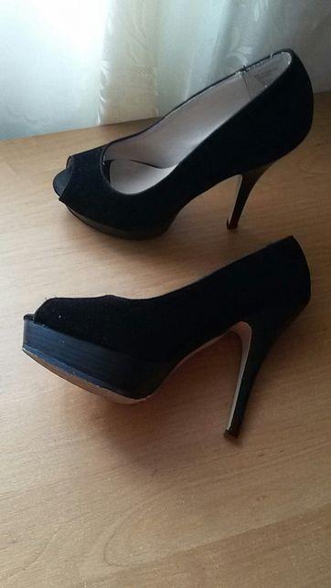 Туфлі продам в дуже гарному стані