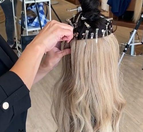 Обучение голливудскому наращиванию волос.