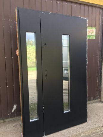 Drzwi zewnętrzne drewniane czarne gładkie
