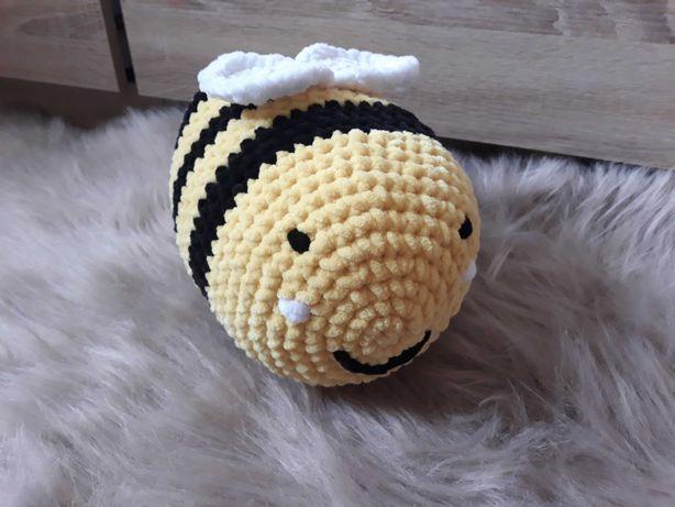Pszczoła maskotka z włóczki na szydełku handmade