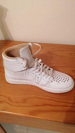 Nike Air Jordan 1 Mid, Como novas, usadas 1 vez, Brancas