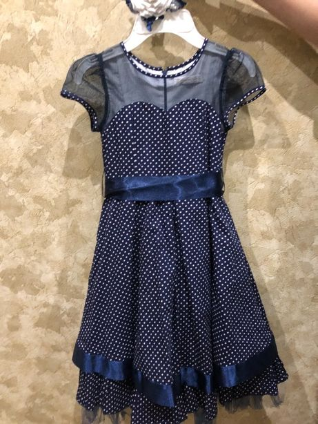 Платье детское на 4-6 лет, нарядное