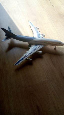 Samolot zabawka.