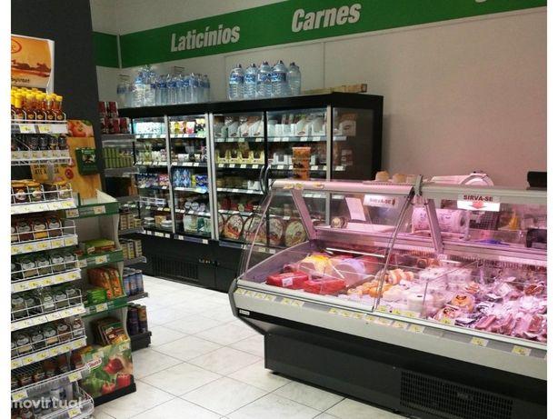 Supermercado na Amadora a funcionar em pleno numa zona re...