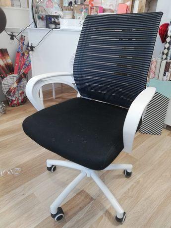 Fotel obrotowy jak nowy