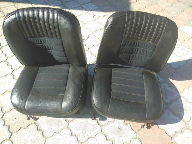 Продам  передние  сиденья на  авто  ВАЗ 2103  в  хорошем  состоянии.