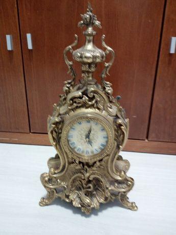 Relógio antigo em latão amarelo