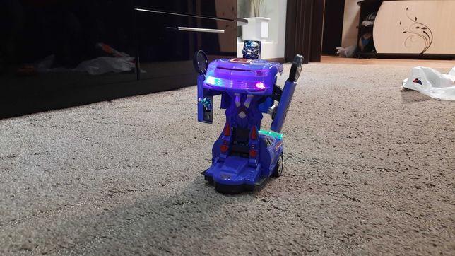 Машинка трансформер со светом и звуком.