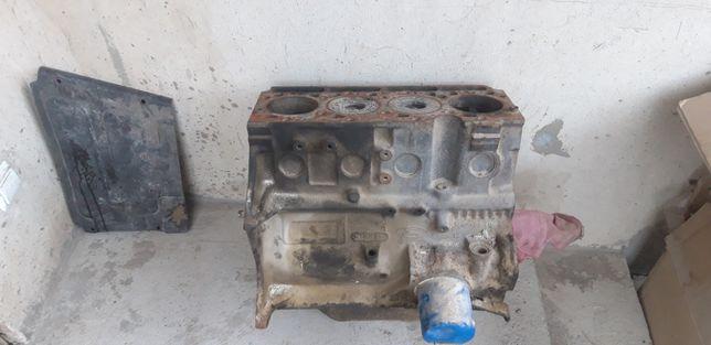 Блок мотора Форд Транзит 1996р.