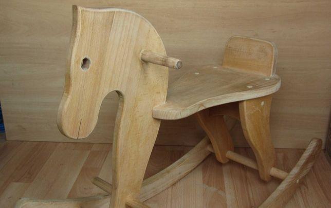 Деревянная качалка лошадка