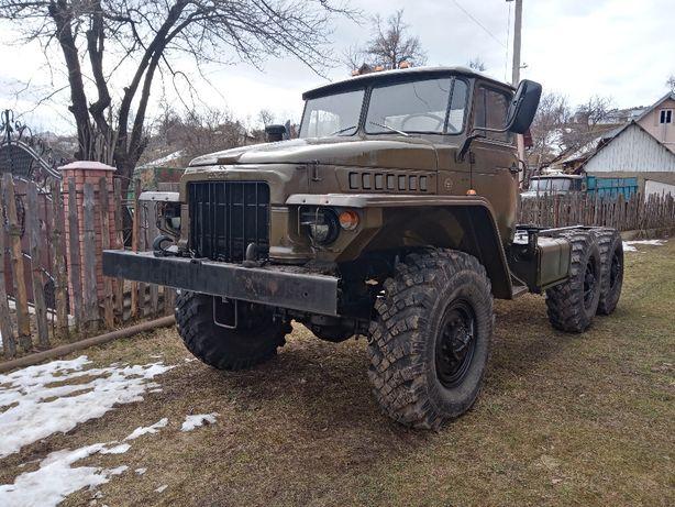 вантажний автомобіль Урал-4320