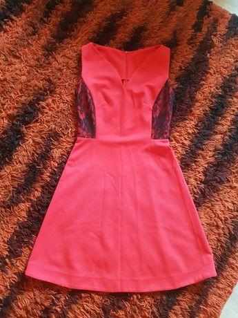 Czerwona sukienka midi koronka
