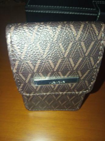 Bolsa formato caixa de cigarros