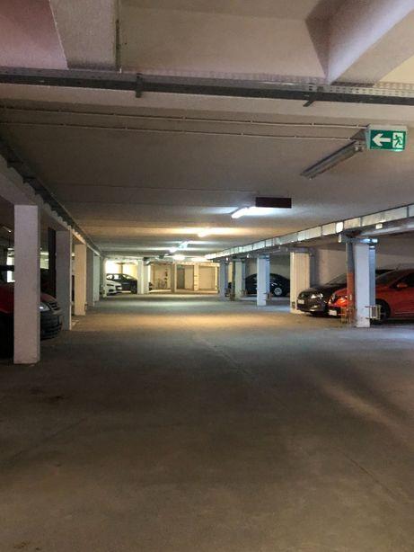 Sprzedam miejsce w garażu podziemnym blisko szpitala CZMP