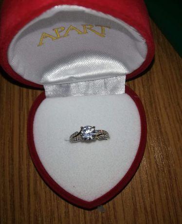 Nowy pierścionek zaręczynowy złoty Apart