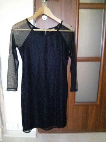 Elegancka czarna sukienka z koronki