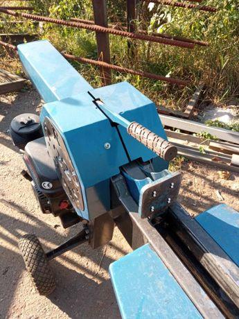 Бензиновый станок для колки дров TRD-22 (в саду, в деревне, в городе)