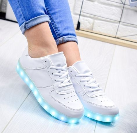 Белые светящиеся кроссовки с LED подсветкой р. 35-40 кеды