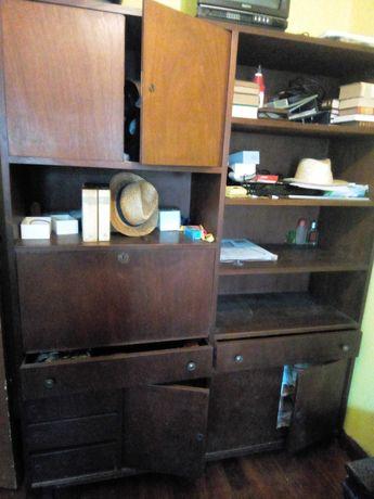 Móvel de quarto em madeira
