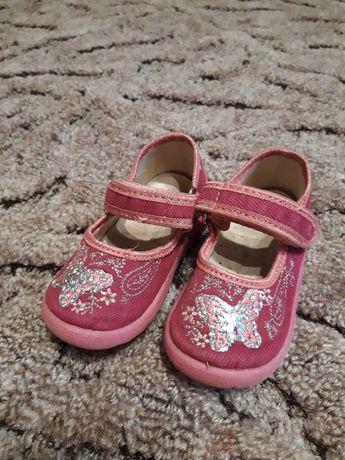 Продам одним лотом обувь для девочки
