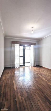 T1 c/ Terraço Areosa - Garagem Box (65 m2 + 45 m2 Terraço)