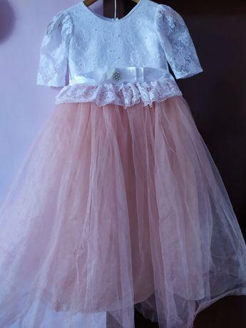 Нарядное пишное плаття