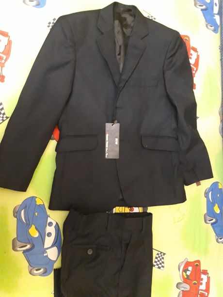 Продам брендовый новый школьный синий костюм для подростка р 146-158