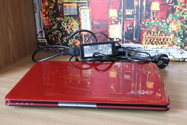 Нетбук красный Acer Aspire One 752-748Rr
