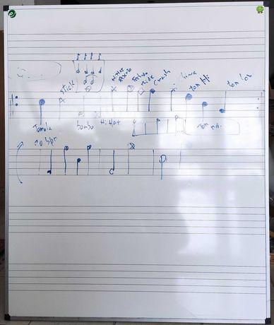 Quadro branco com pauta musical