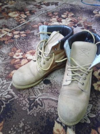 Продам ботинки теплые 43 раз.