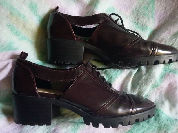 bershka pantofle półbuty bordo lakierowane