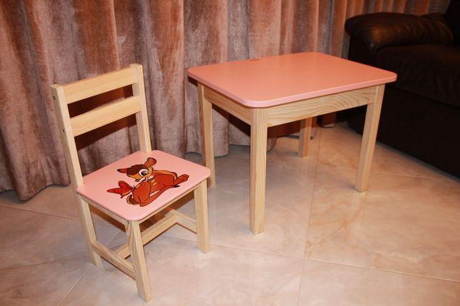 Породам столики та стільчики дитячі в різній кольоровій гамі
