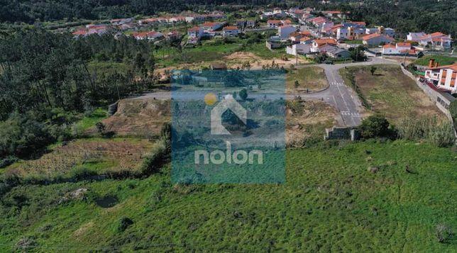 Terreno urbano de 5.465 m2 com alvará para 23 Moradias Geminadas