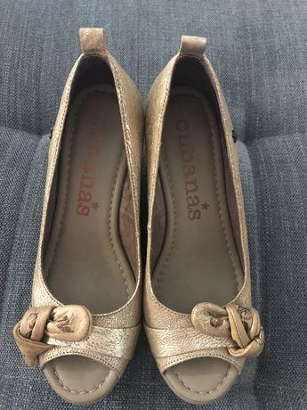 Cubanas sapatos aberto dourado bege 38
