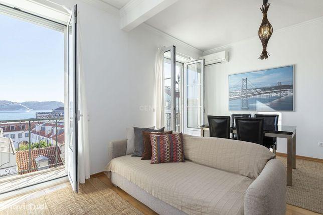 Luminoso apartamento T2 em Belém, com vista frontal sobre o Rio