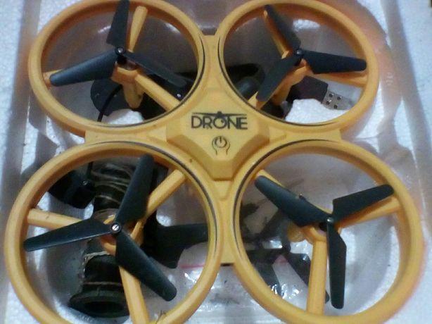 Іграшковий вертоліт, дрон.