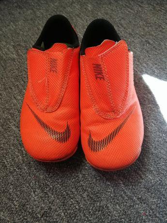 Buty Nike korki rozm. 27,5