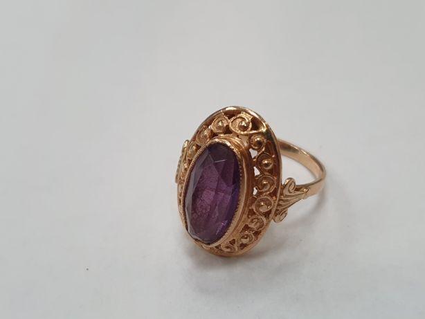 Piękny złoty pierścionek/ Radzieckie 583/ 5.6 gram/ R17/ Fioletowy kam