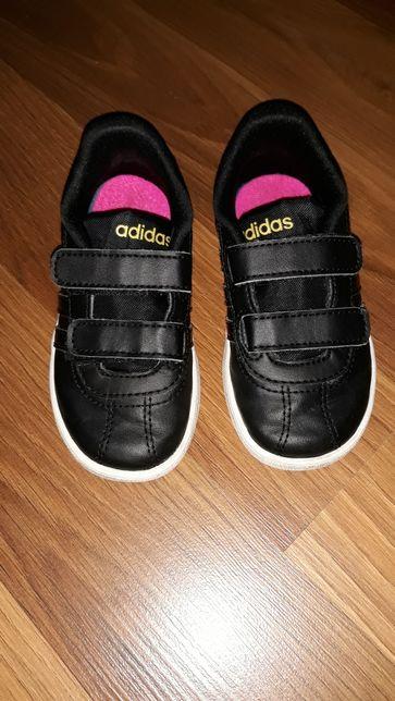Buciki adidas -wkladka w środku wyciągana!Nie zniszczone!