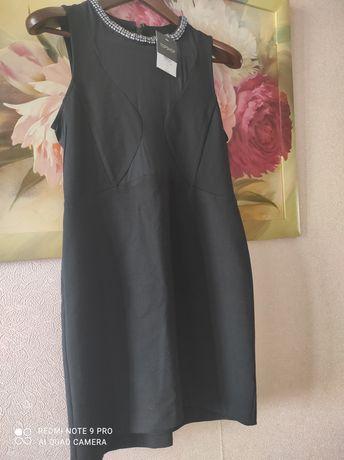 Нарядное чёрное платье со стразами