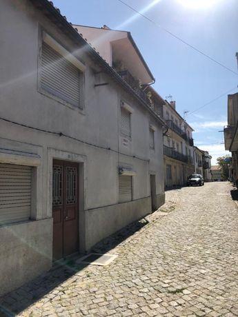 Moradia no centro da vila de Mogadouro.